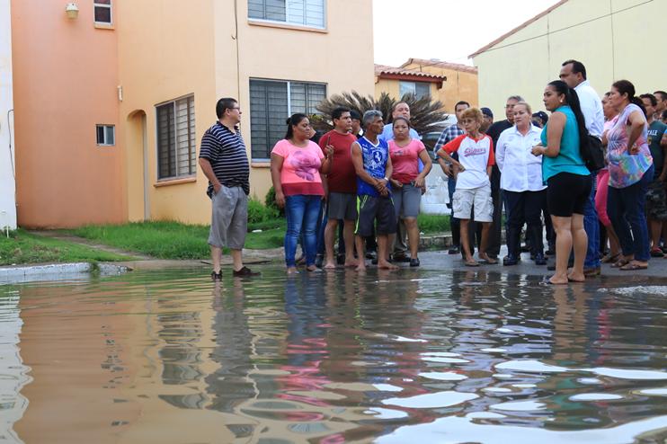 Presidente Abinader recorre el sector de Los Ríos; promete